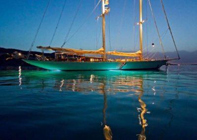 137' 2017 Mengi Yay Sailing 42M | US $$$