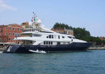 163' 2002 Benetti 50m | US $16,534,935