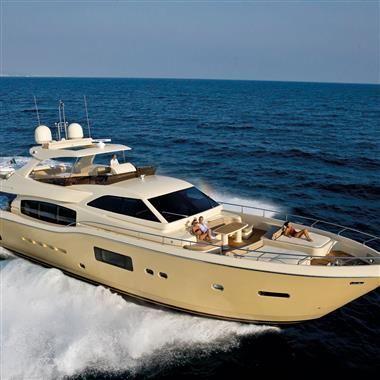 84' 2010 Ferretti Altura 840 | US $2,395,000