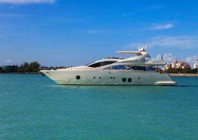85' 2010 Aicon | US $3,495,000