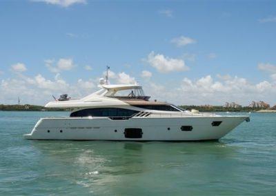87' 2013 Ferretti 870 | US $4,999,000