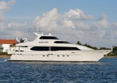 95' 2000 Lazzara Skylounge | US $2,499,000